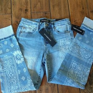 NWT Liverpool Jeans w/White Paisley Design